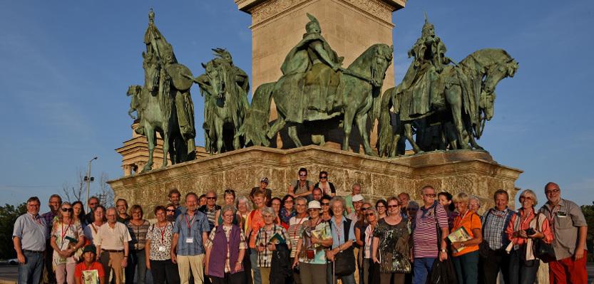 Budapest - Gruppenbild auf dem Heldenplatz_web
