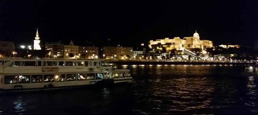 Budapest - Abendschifffahrt Blick auf die Burg_web